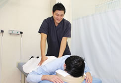 フロンティア整骨院・鍼灸院グループの治療の風景